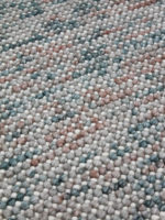 Magic textured rug in pure wool detail