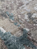Luur luxury handknot rug in grey and blue close up image
