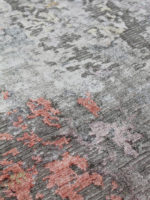 Oxford luxury purple and grey rug made from nz wool and artsilk close up image
